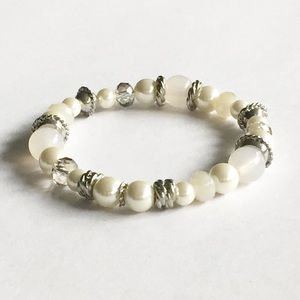 Pearl and Silver Stretch Bracelet